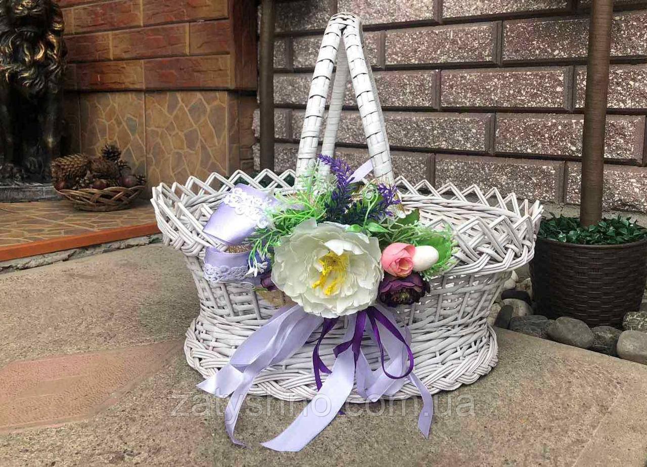 Великодній кошик біла з квіткою