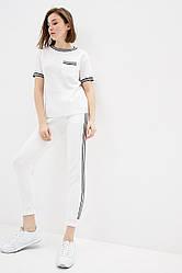 Вязаный прогулочный костюм из хлопковой пряжи. Размер 42-44, 46-48. Цвет белый.