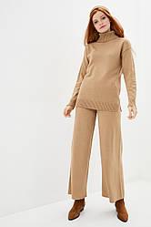 Женский вязаный костюм из пряжис содержанием шерсти. Размер 42-44, 46-48. Цвет кэмел.