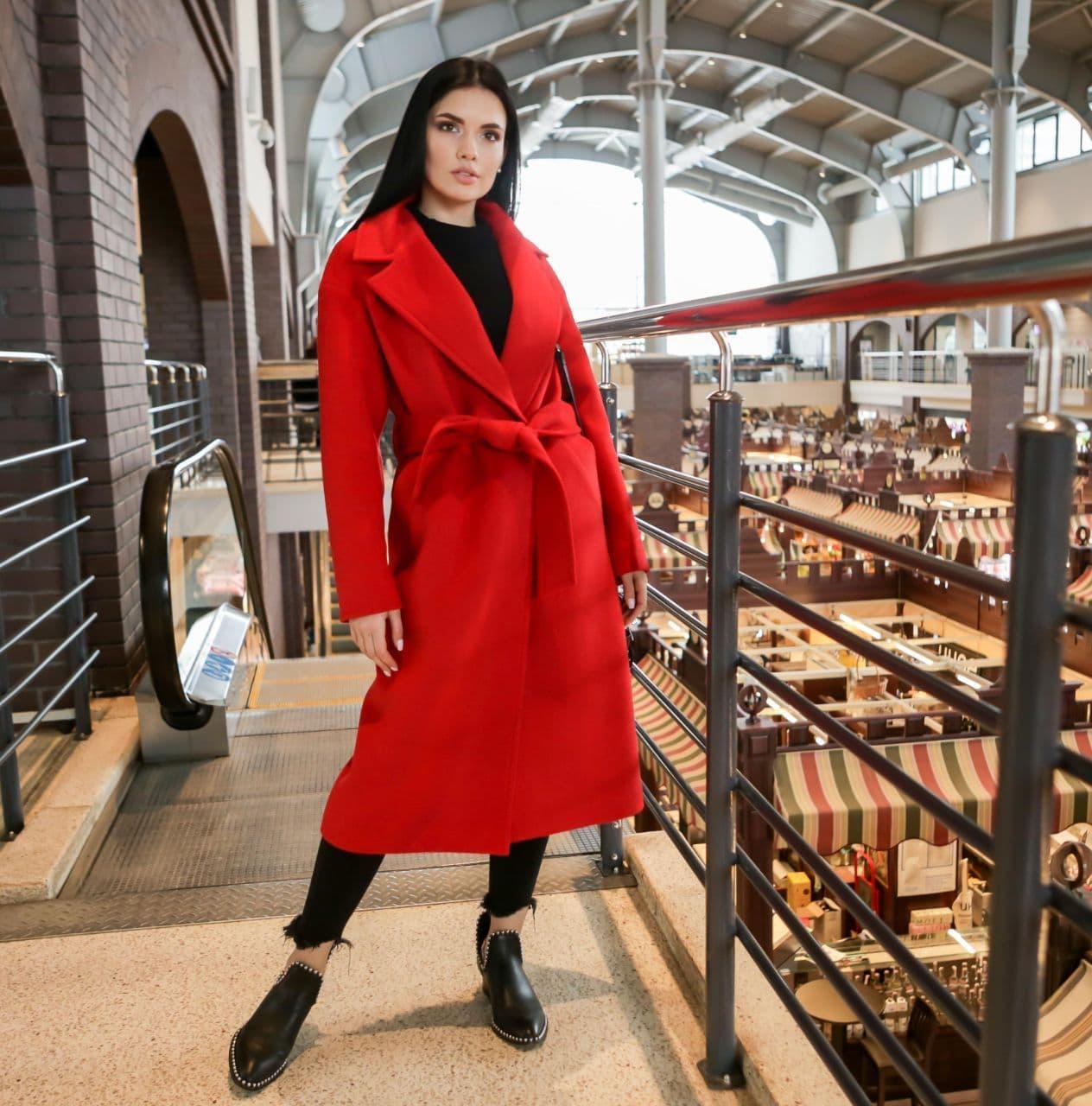 Женское демисезонное пальто-халат красное