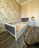 Кровать детская для мальчика с бортиком с дерева мягкая Верона
