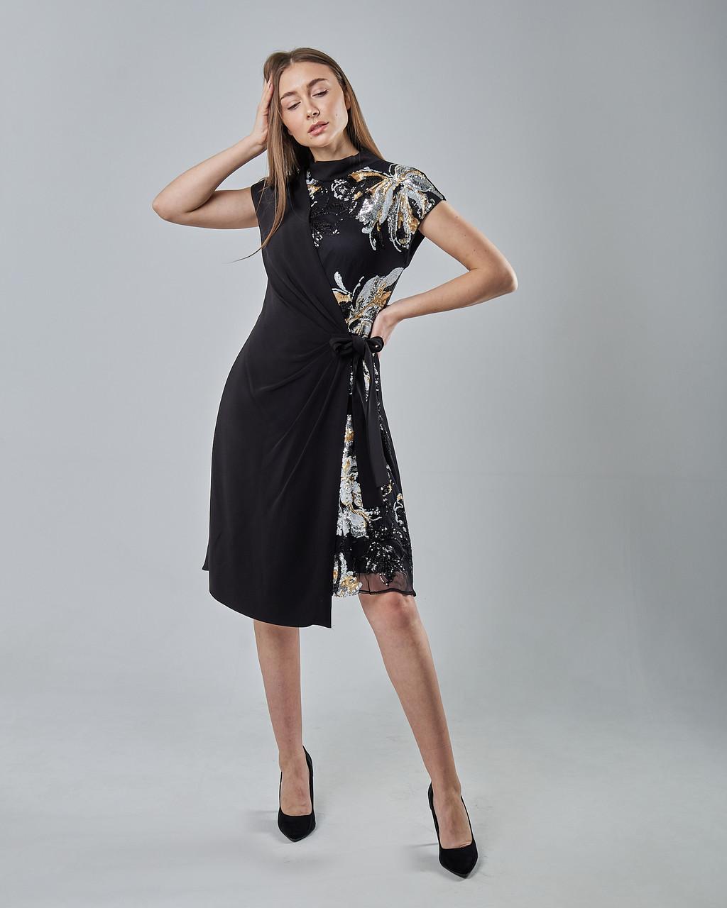 Нарядное расклешенное платье с паетками