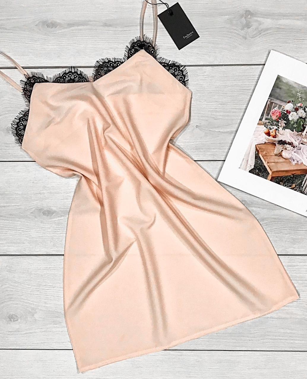Бежевое домашнее платье-пеньюар с французским кружевом.