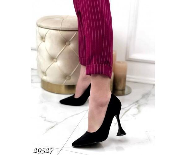 Туфлі з вузьким носком