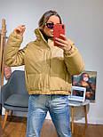 Женская куртка объемная короткая из экокожи с воротником стойкой (р. 42-46) 301579, фото 3