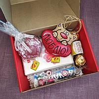 Подарочный набор сувенирный со сладостями, игрушкой ручной работы и мылом.Оригинальный подарок.