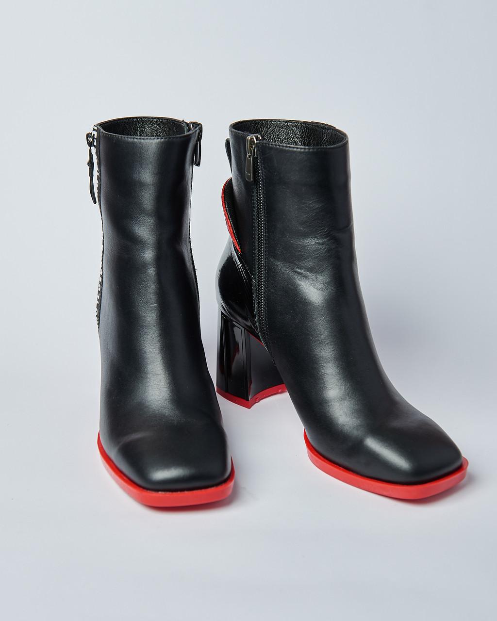 Ботинки кожаные женские черные на каблуке. Турция