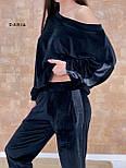 Велюровий костюм повсякденний з вільної кофтою на одне плече і штанами з смужкою (р. 42-46) 55101649, фото 2