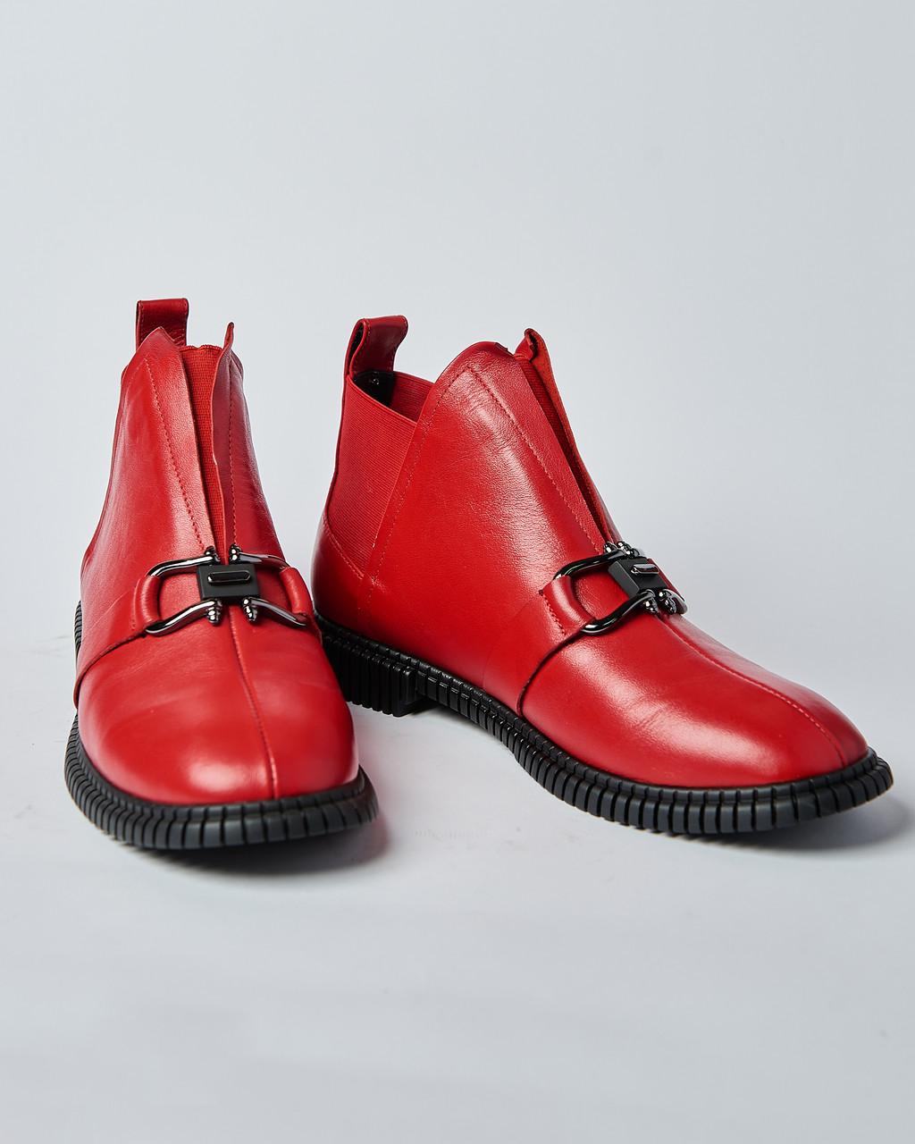 Женские ботинки красные  с пряжкой. Турция
