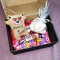 Подарочный набор сувенирный со сладостями и игрушкой ручной работы.Оригинальный подарок.15*19*10 см