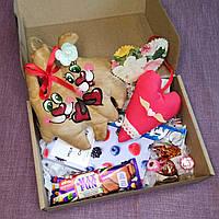 Подарочный набор сувенирный со сладостями, игрушкой ручной работы.Оригинальный подарок любимому человеку.
