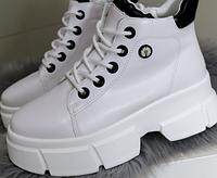 Демісезонні жіночі черевики в білому кольорі, фото 1