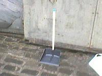 Совок для мусора пластмассовый с длинной ручкой