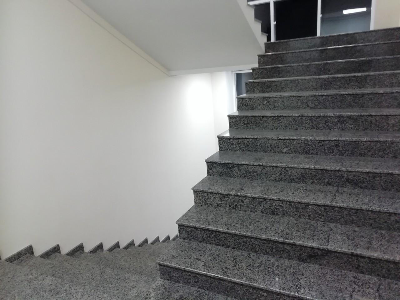 Лестницы, столешницы, подоконники из Покостовского гранита