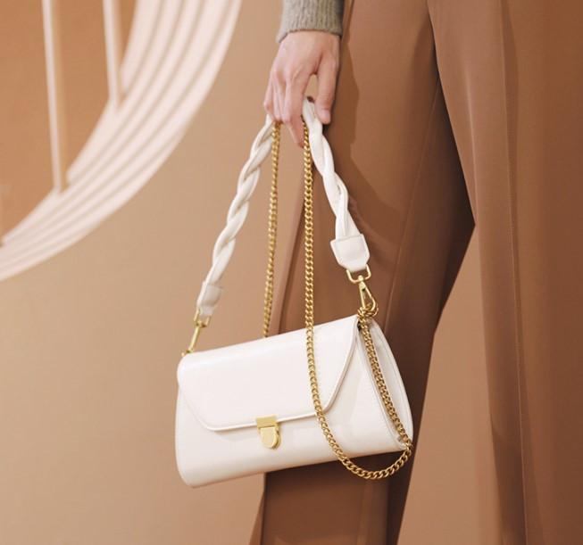Модная женская сумочка багет с плетеной ручкой на плечо Bizz