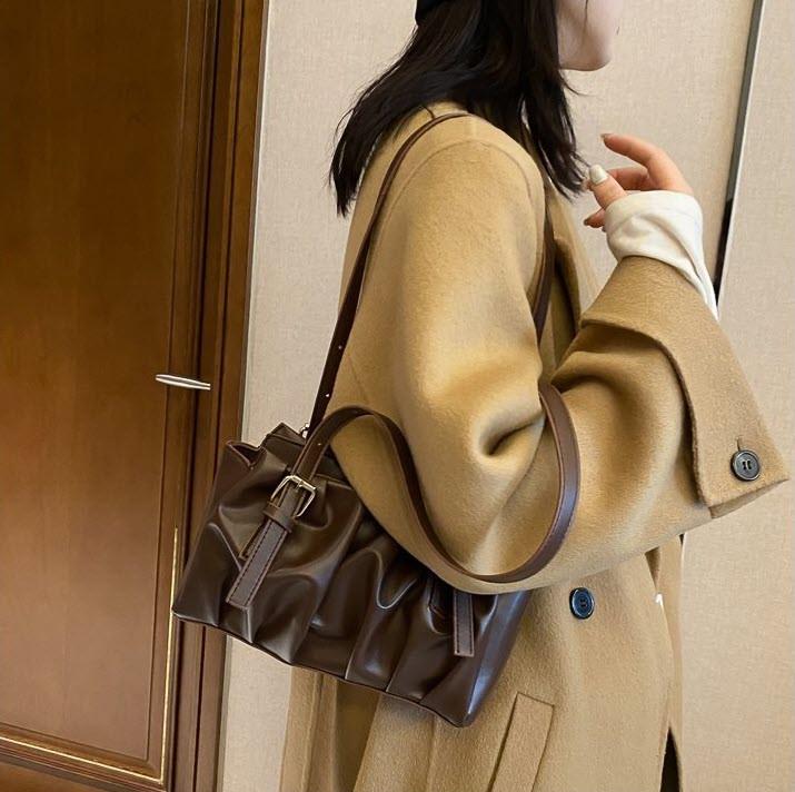 Красивая женская  сумка городского типа
