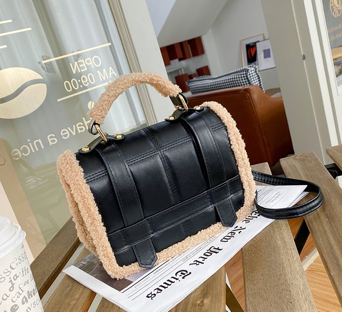 Стільная жіночку сумкка оригінального дизайну