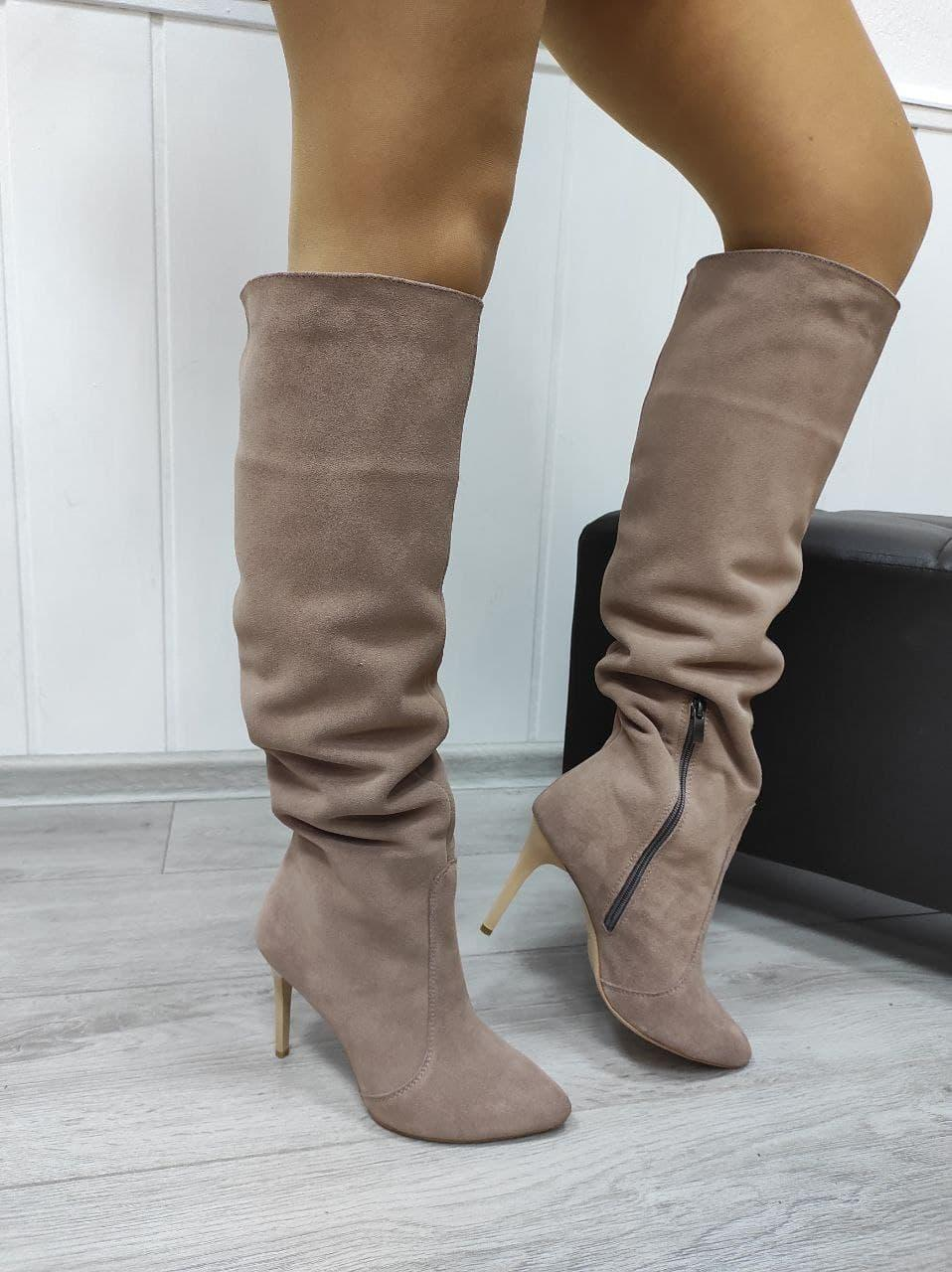 Жіночі замшеві чоботи на шпильці