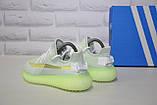 Жіночі кросівки сірі з неоновою підошвою Yeezy Boost, фото 2