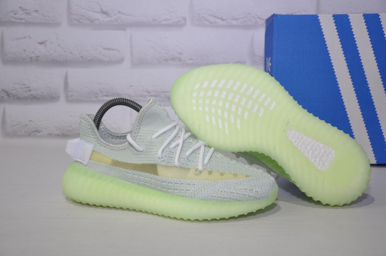 Жіночі кросівки сірі з неоновою підошвою Yeezy Boost