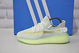 Жіночі кросівки сірі з неоновою підошвою Yeezy Boost, фото 5