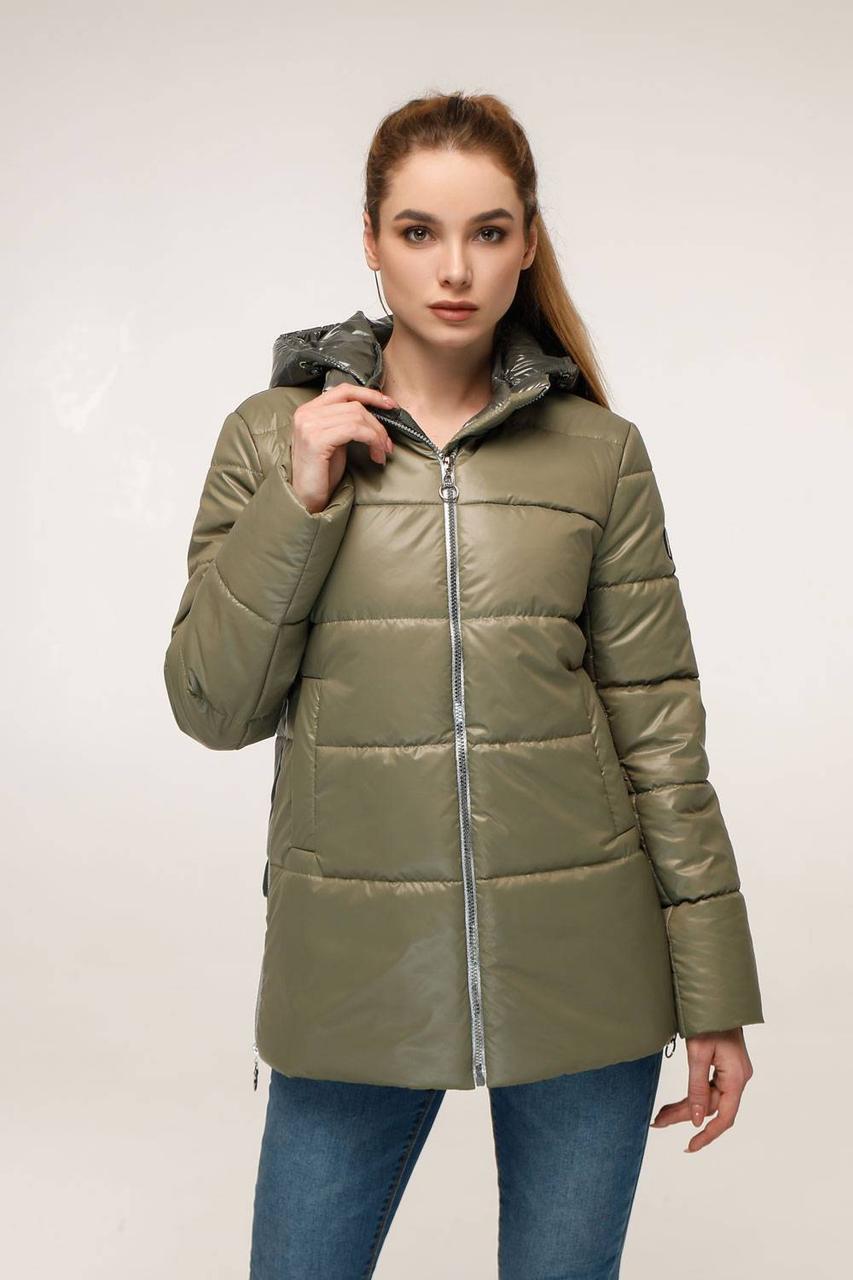 Демисезонная куртка с контрастной спинкой и отстегивающимся капюшоном с 44 по 54 размер