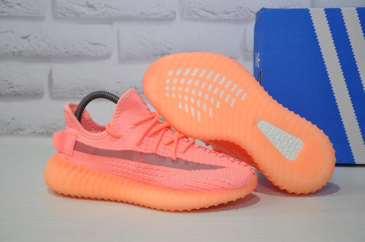 Жіночі кросівки коралові Yeezy Boost