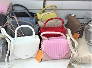 Женская сумочка прямоугольная с клапаном на плечо в разных цветах