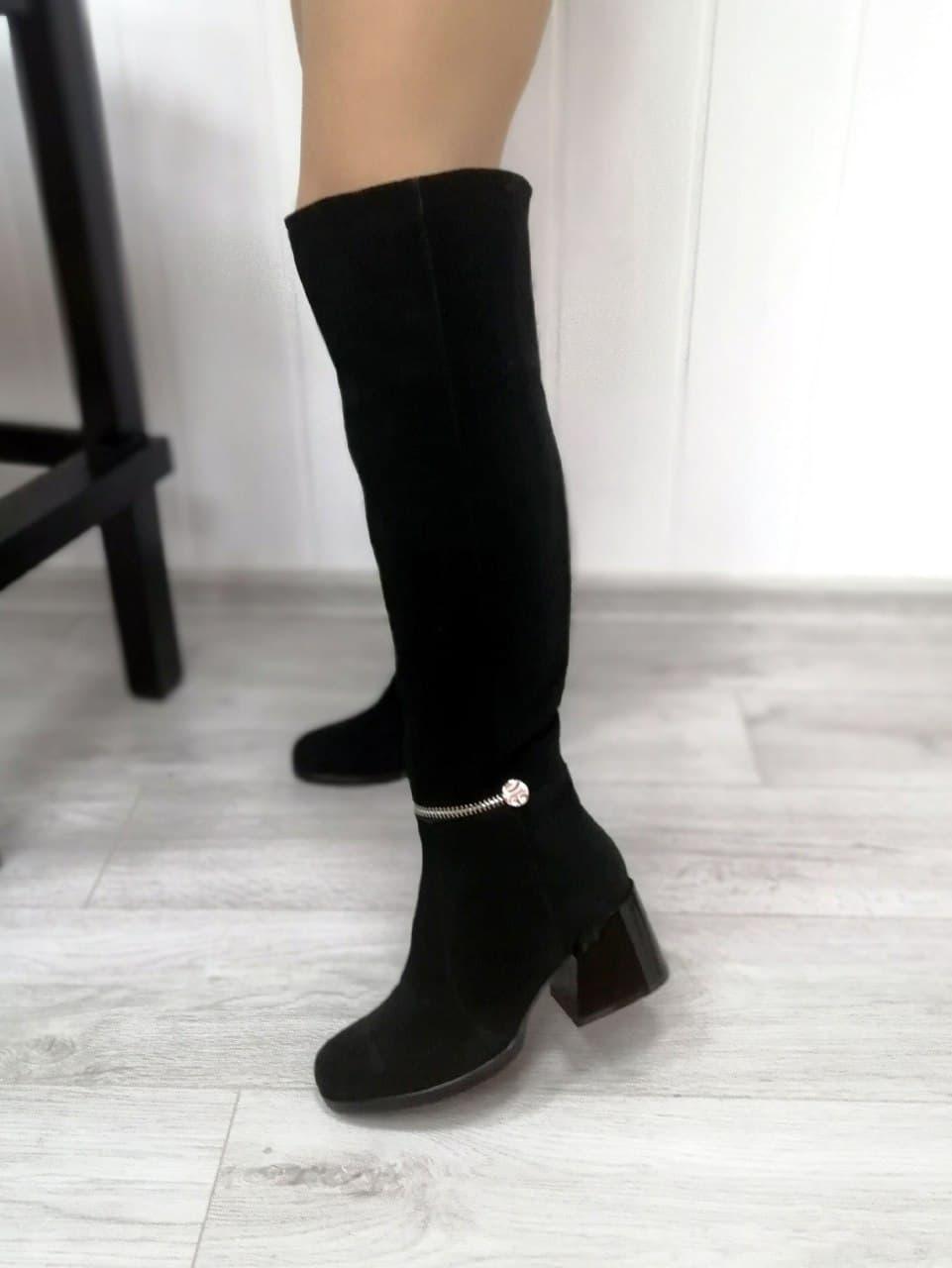 Чорні високі чоботи на підборах замшеві
