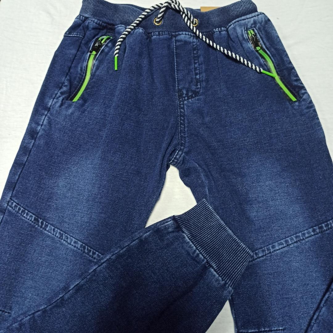 Джинсы модные красивые оригинальные синего цвета на манжете внизу. Пояс- шнуровка.