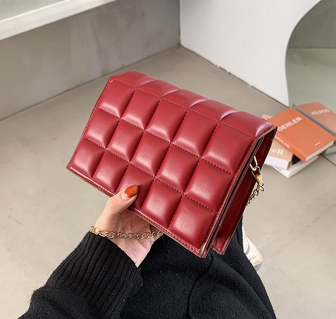 Стильная стеганная сумка клатч оригинального дизайна