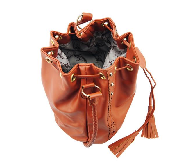Женская сумка-мешок коричневая вид сверху