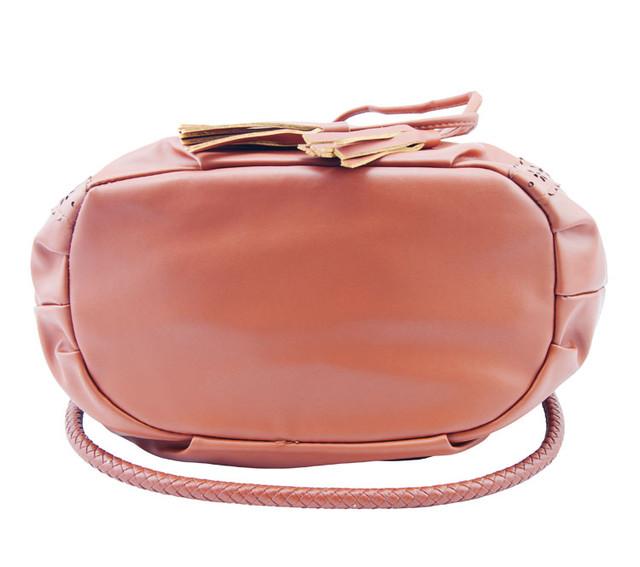 Женская сумка-мешок коричневая вид снизу