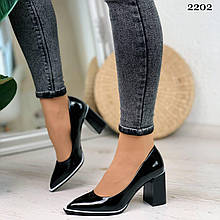 Женские туфли черные с белым на каблуке 7,5 см эко лак