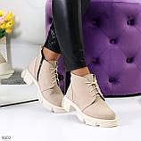 Бежевые женские ботинки гриндерсы из натуральной замши на низком ходу, фото 3