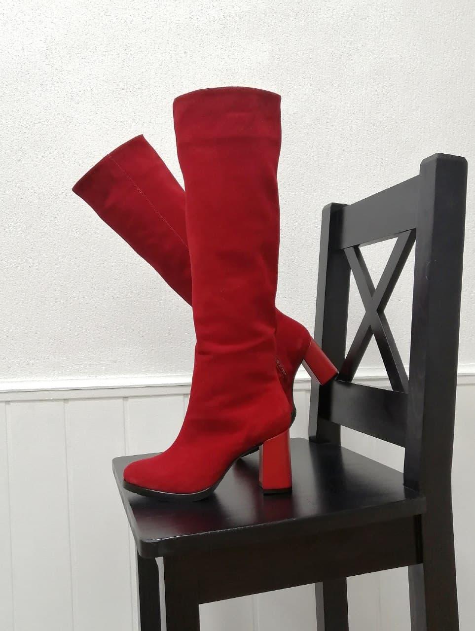 Красные высокие сапоги из натурального замша