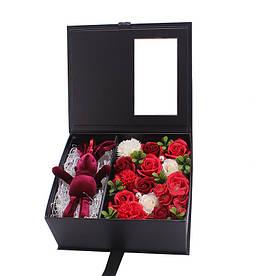 Подарунковий набір Зайчик з трояндами з мила ручної роботи Червоний