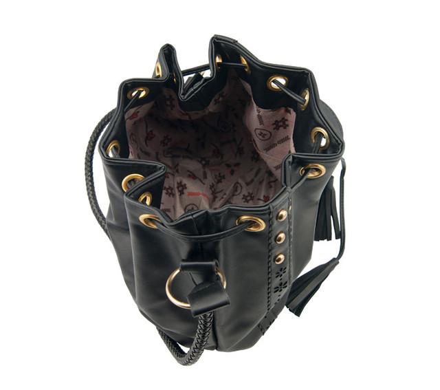 Женская сумка-мешок черная вид сверху.