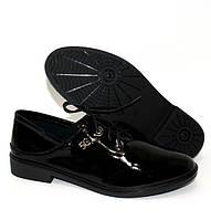 Лакированные женские туфли на шнуровке