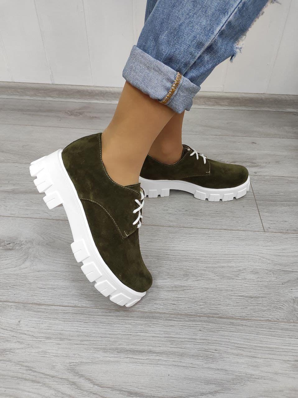Замшевые туфли на платформе  из натурального материала