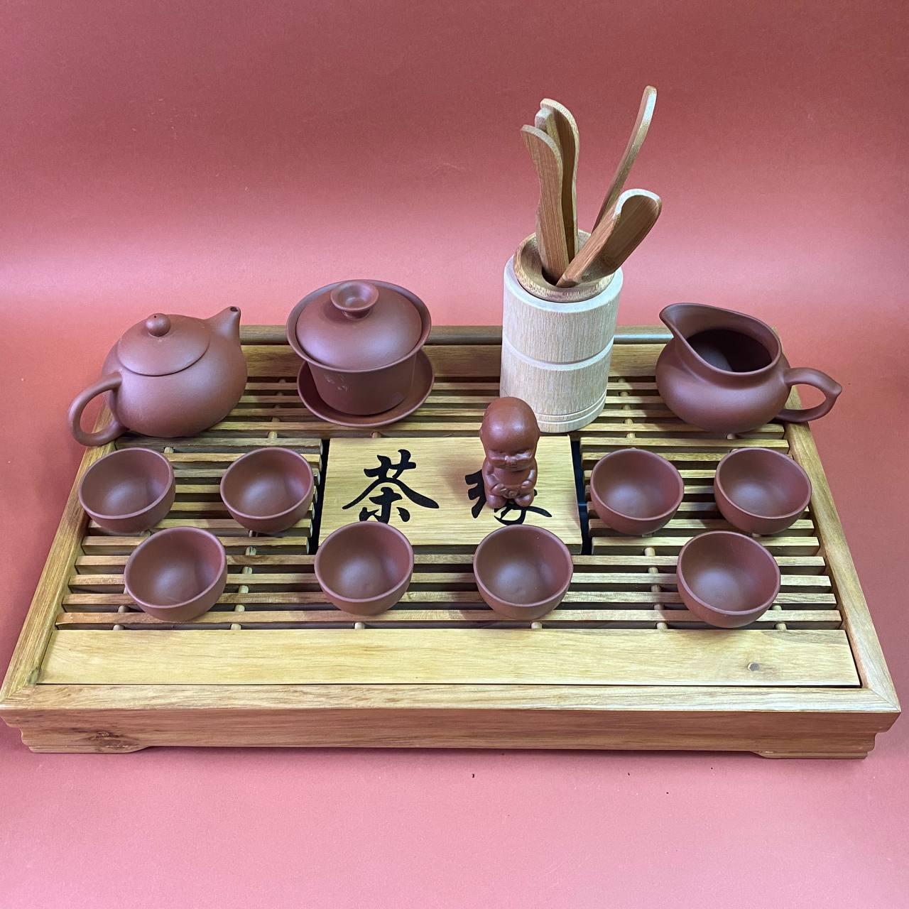 Набір посуду і аксесуарів для чайної церемонії
