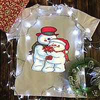 Чоловіча футболка з принтом - Сніговики з квіточкою