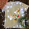 Мужская футболка с принтом - Дед мороз с снеговиками