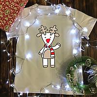 Мужская футболка с принтом - Новогодний олень в шарфе