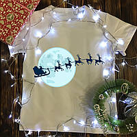 Мужская футболка с принтом - Санта с оленями на фоне луны