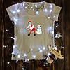 Жіноча футболка з принтом - Дід Мороз,Сніговик - танцюють