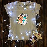 Женская футболка  с принтом - Ой Мороз, Мороз - олень и снеговик