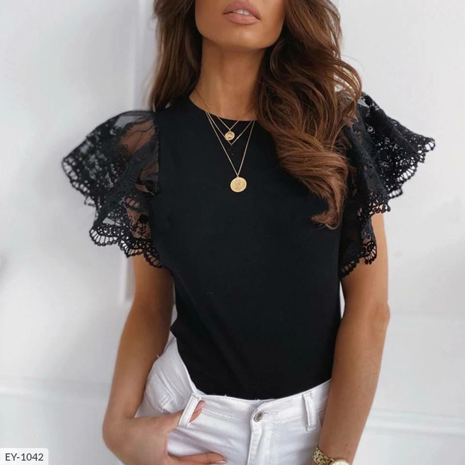 Жіноча трикотажна блуза з мереживом