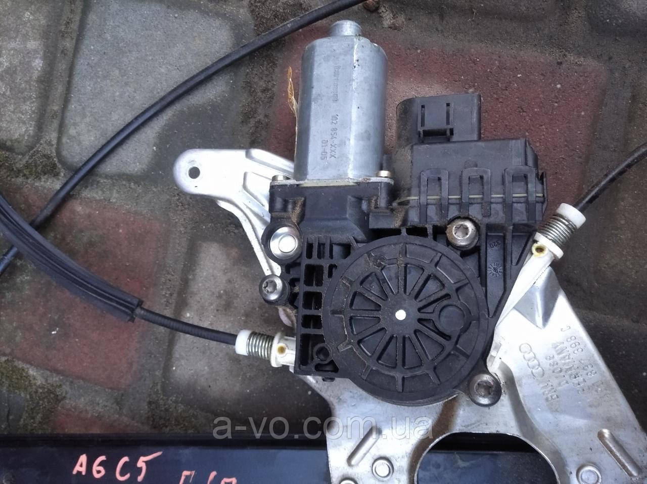 Моторчик стеклоподъемника передний правый Audi A6 C5, 4B0959802E