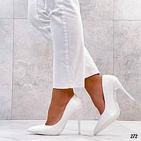Білі лакованные туфлі, закриті жіночі туфлі на підборах